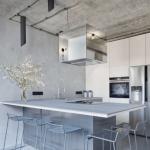 Minimalistický mezonet v Podolí obnažily architektky až na beton