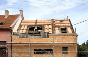 Těžká střecha jako řešení proti přehřívání podkroví