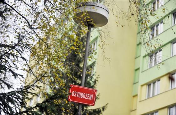 Praha začne v srpnu osazovat úsporné lampy, některé budou i dobíjet auta
