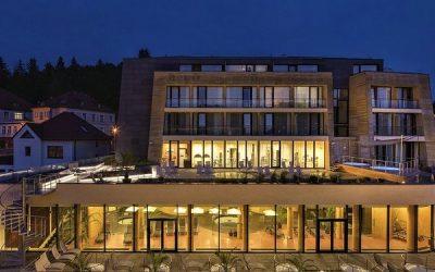 Dva světy na jednom místě. Lázeňská prvorepuliková hotelová budova v kontrastu s moderním wellness