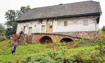 Vesnice na Trutnovsku skupuje prázdné domy a parcely, vábí nové stavebníky