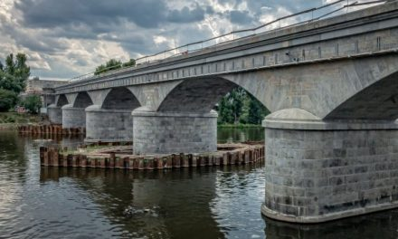 Nově zrekonstruovaný Negrelliho viadukt ve své plné kráse