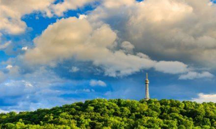 Praha zadává novou koncepci vrchu Petřína. Plánuje zapojit i občany
