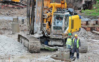 Ve Varech roste nový most přes Ohři, lidé na stavbu mohou dohlížet z lávky