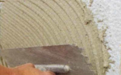 Hrubá stavba v detailu: Renovace trhlin v povrchové úpravě ETICS