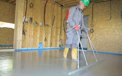 Perfektní podlahu v dřevostavbě zajistí litý cementový potěr CEMFLOW